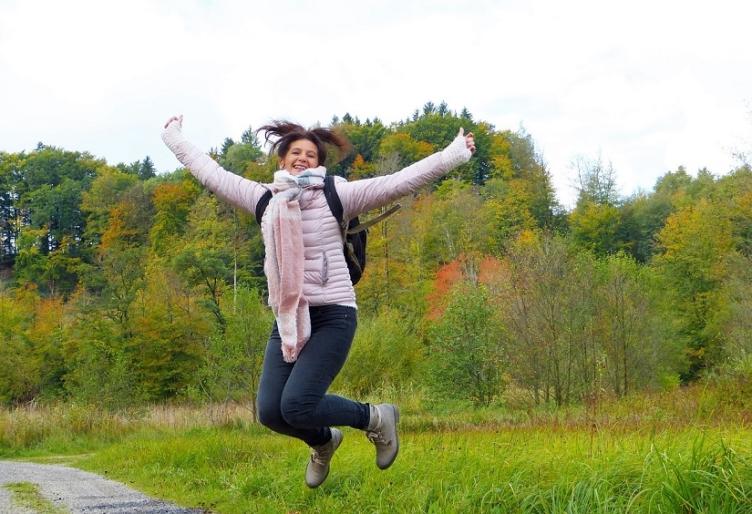 Kvinde som er glad og upåvirket af sin overgangsalder